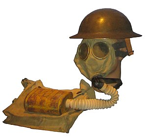 US WWI Gas mask with bag.JPG