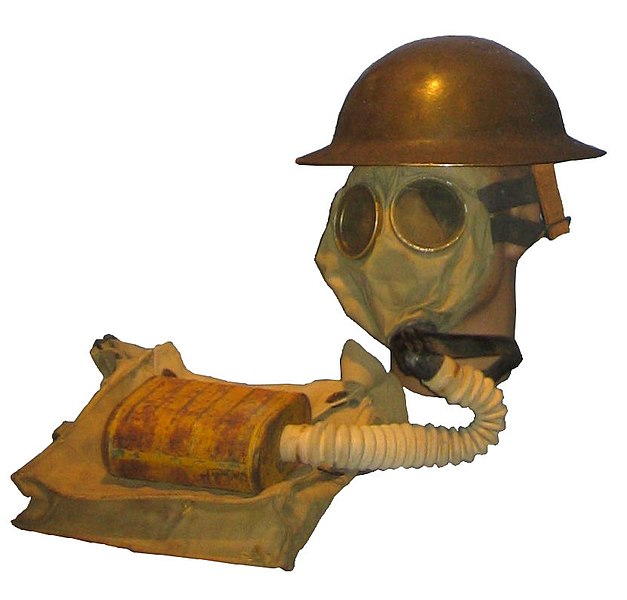 File:US WWI Gas mask with bag.JPG