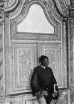 Eunuco vicino alla porta dell'harem del sultano Abdul Hamid II