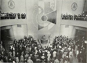 Voder - Image: VODER demonstrated on 1939 New York World Fair The VODER fascinates the crowds Bell Telephone Quarterly (January 1940)