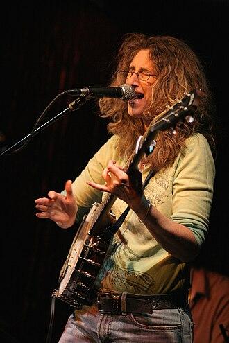 Vicki Genfan - Vicki Genfan performing on banjo, June 2007