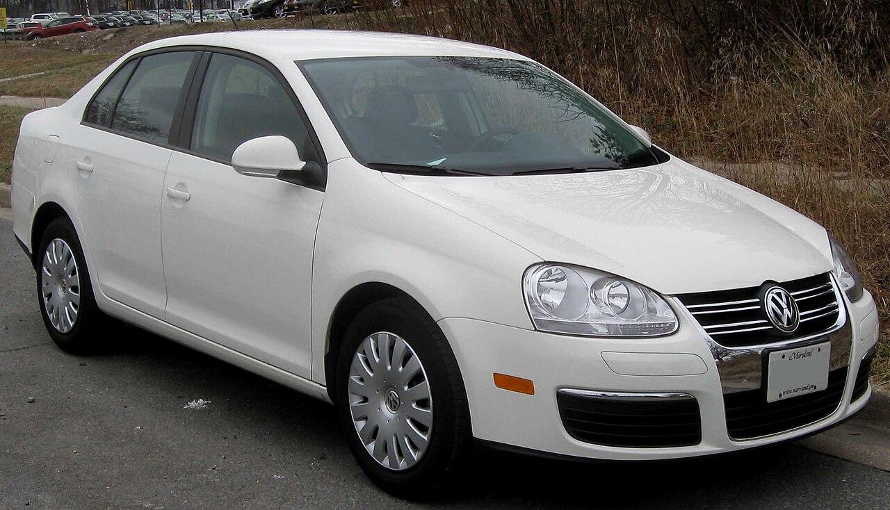 Volkswagen Jetta 2.5 sedan 1.jpg