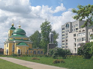 Vyksa - A monument to Lenin and an Orthodox church