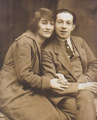 Hollaender with his first wife Blandine Ebinger in the 1920s WP Hollaender-Ebinger.jpeg