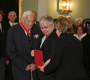 Wacław Micuta - Wacław Micuta receives Polonia Restituta medal from Polish President Lech Kaczyński, 10 April 2007
