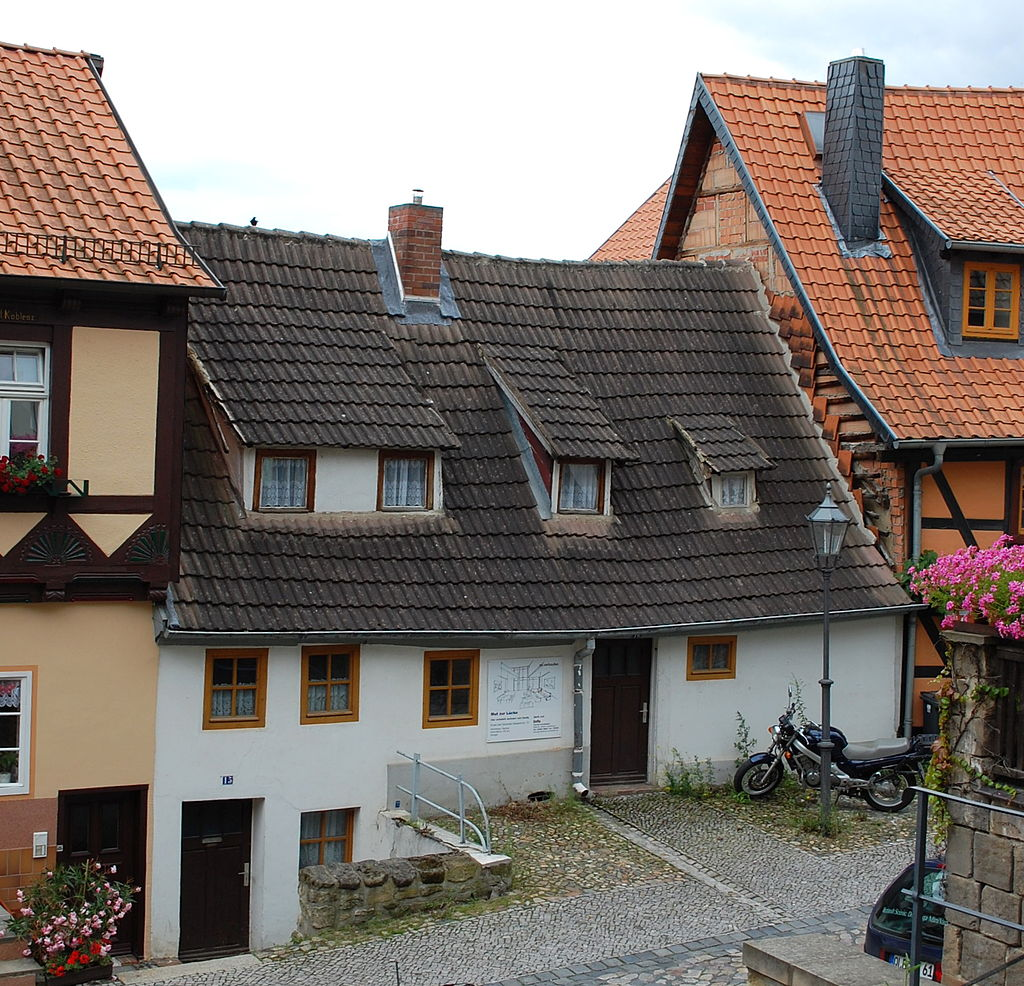 1024px-Wassertorstra%C3%9Fe_15%2C_16_%28Quedlinburg%29.JPG