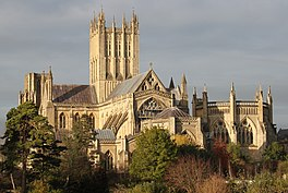 Wells Cathedral east end over the wall 3 edit 1.jpg