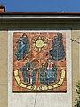 Wien-Penzing - Gemeindebau Rosentalgasse 15 - Mosaik Sonnenuhr - Ernst Schrom 1964-65.jpg