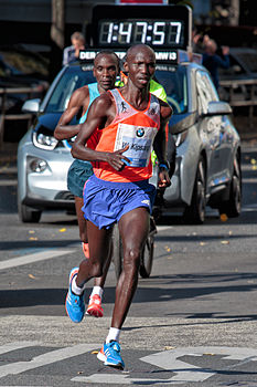 Wilson Kipsang Kiprotich running world record at Berlin marathon 2013.jpg