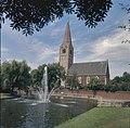 Zicht op de zuidgevel, gezien vanuit het park met vijver met fontein - Heemskerk - 20380933 - RCE.jpg