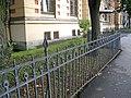 Греческий 21, палисадник и ограда.jpg