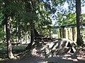 Ломоносов. Верхний парк. Скамья из камня-валуна у Китайского пруда..JPG