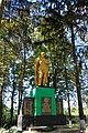 Оленівка, Пам'ятник 92 воїнам – односельчанам загиблим на фронтах ВВВ, біля школи.jpg