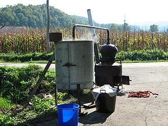 Moonshine by country - Serbien moonshine destillerie