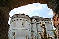 Покровська церква с.Сутківці. Вид через огорожу 3.jpg