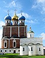 Успенский и Архангельский соборы рязанского кремля, вид с севера.JPG