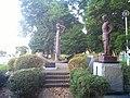 ディアナ号の錨とプチャーチン提督像 - panoramio.jpg