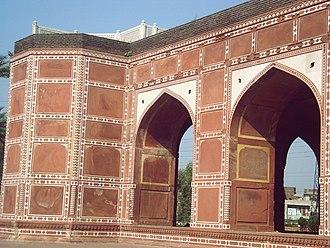 Tomb of Nur Jahan - Image: Pakistan Tomb of Queen Noor Jahan,Shahdara, Near Lahore By @ibneazhar Sep 2016 (96)