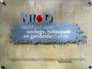 002 (NIOD sign) 2016 (Herengracht 380-382, Amsterdam).png