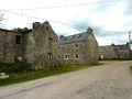 003 Berrien Kermaria Maisons en granite en partie abandonnées.JPG