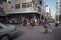 01.28 嘉義配天宮外,熱情的民眾排隊等待總統發放福袋 (31721561634).jpg