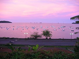 2004 12 12 18-24-04 rose sea in mamoudzou mayotte island.jpg