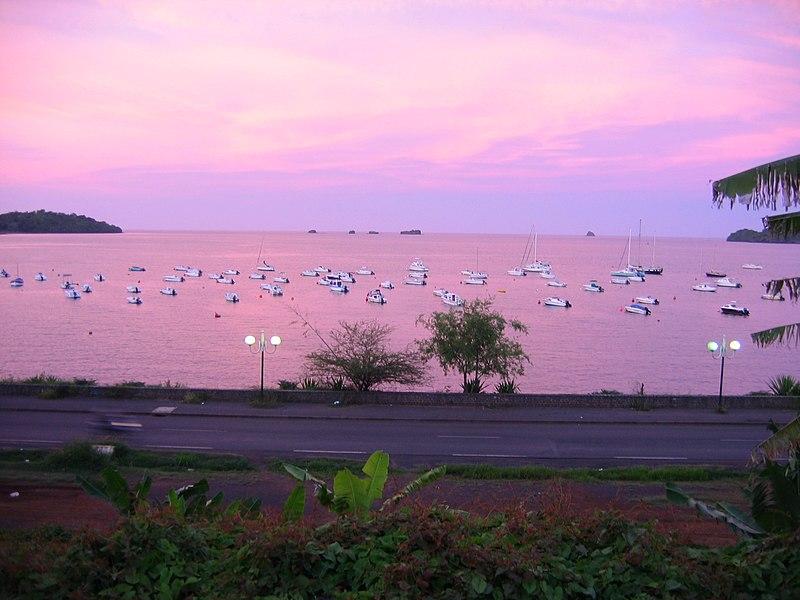 File:2004 12 12 18-24-04 rose sea in mamoudzou mayotte island.jpg