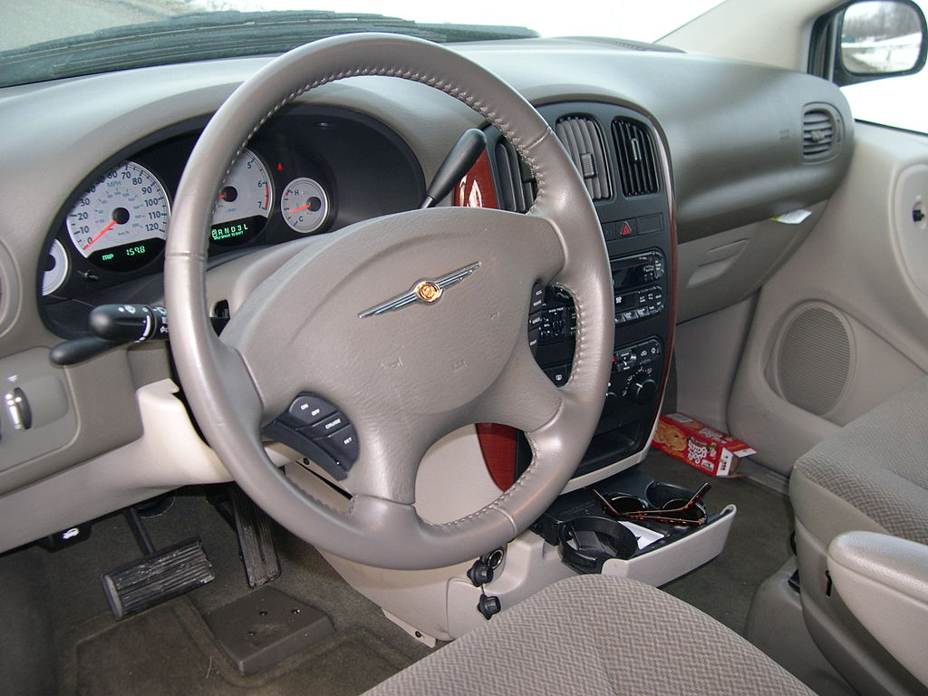File:2005 Chrysler Town And Country LX Interior.JPG