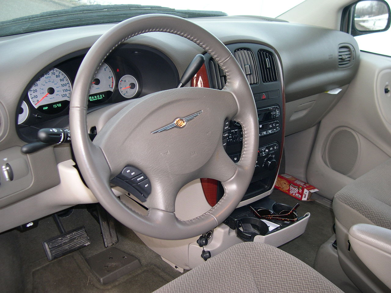 file 2005 chrysler town and country lx interior jpg wikimedia commons. Black Bedroom Furniture Sets. Home Design Ideas