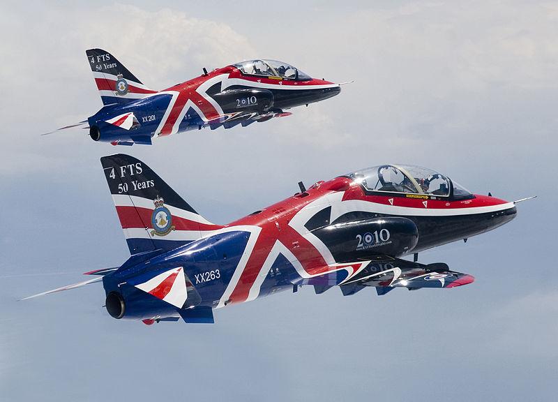 Fuerzas Armadas del Reino Unido 800px-2010_Hawk_Display_Jets_MOD_45151398
