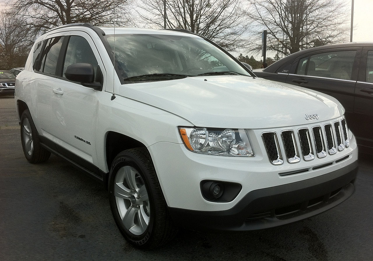 File:2012 Jeep Compass SUV - white in Aberdeen NC.jpg ...