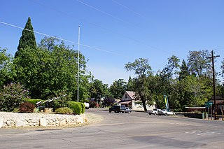320px-2013%2C_Foresthill_Road_%5E_Gold_Street%2C_Foresthill%2C_CA_-_panoramio