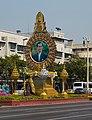 2016 Bangkok, Dystrykt Phra Nakhon, Aleja Ratchadamnoen, Ołtarz z wizerunkiem króla Ramy IX (04).jpg