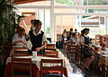 702 Restaurant in einem Hotel in Cala Millor - Kellnerinen bei der Arbeit.jpg
