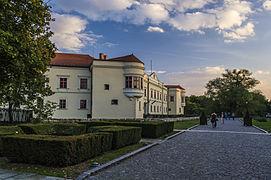 A Rákóczi várkastély a kastélykert kapujából.jpg