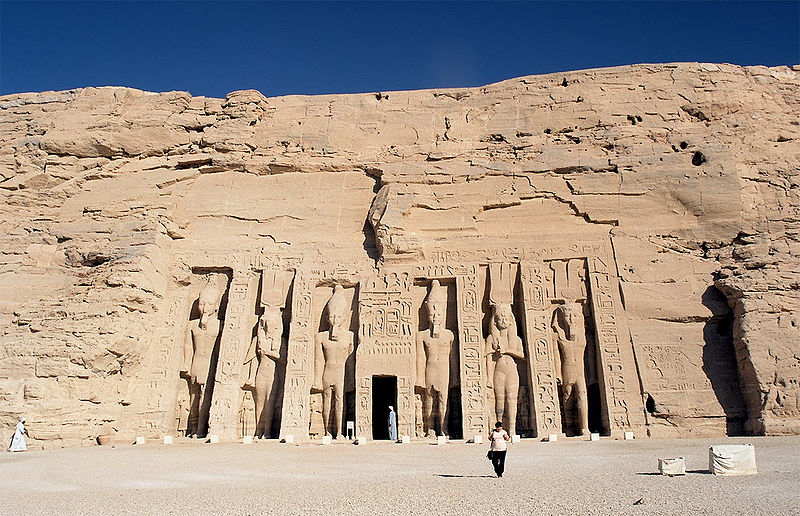 Ficheiro:Abu Simbel, Nefertari Temple, front, Egypt, Oct 2004.jpg