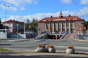 Jõhvi - Image: Administratiivhoone Jõhvis, Jõhvi keskväljak