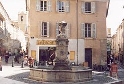 Aix-en-Provence-Fountain-Oct-2001.jpeg