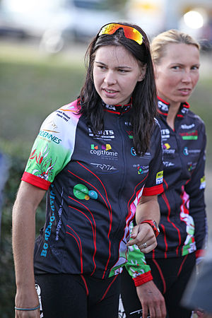Alexandra Razarenova - Alexandra Razarenova with Anja Dittmer at the Grand Prix triathlon in Tours, 2011.