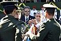 Ao lado do comandante do Exército, Celso Amorim condecora estandarte com a Medalha do Pacificador, em cerimônia do Dia do Soldado (7871977722).jpg
