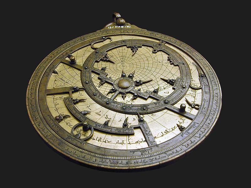 File:Astrolabe (musée islamique du Caire) (3306523739).jpg