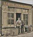 Atelier de plomberie à Paris en 1920.jpg