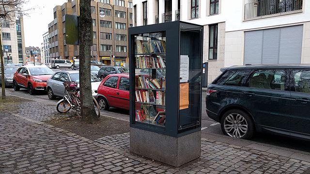 File:Bücherschrank Köln Gereonsdriesch.jpg - Wikimedia Commons