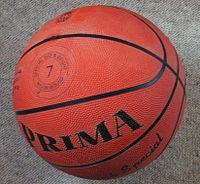 Uma bola de basquetebol