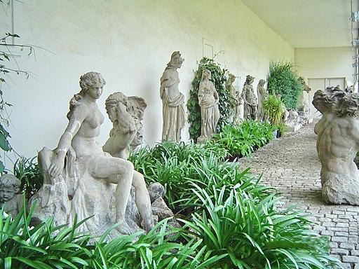 Bayreuth Hofgarten, Neues Schloss, Orangerie, Original-Skulpturen 01, 24.05.08