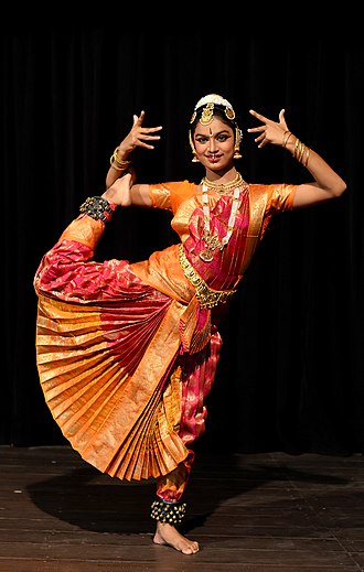 Indian classical dance - Image: Bharata Natyam Performance DS
