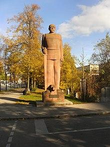 Statue de Bismarck debout et très droit de 1931 de Fritz Behn à Munich
