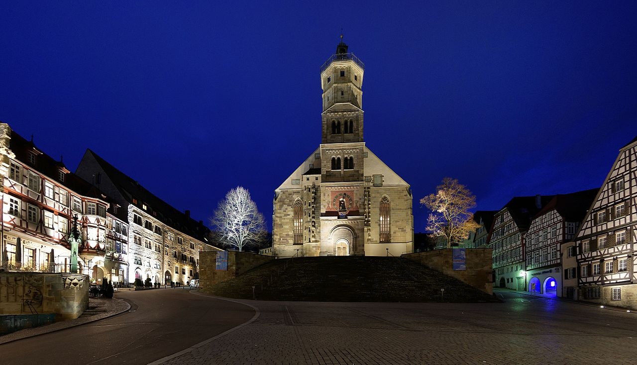 1280px-Blaue_Stunde_in_Schw%C3%A4bisch_Hall._06.jpg?uselang=de