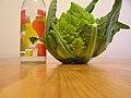 Broccolo romanesco con sezione di bottiglia su tavolo di legno - Photo by Marcello Testi.jpg