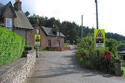 Bunchrew Level Crossing in 2006 (9569313743).jpg